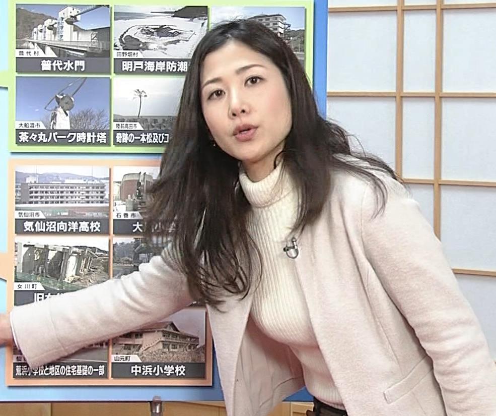 桑子真帆アナ ジャケットの下のニット巨乳キャプ・エロ画像