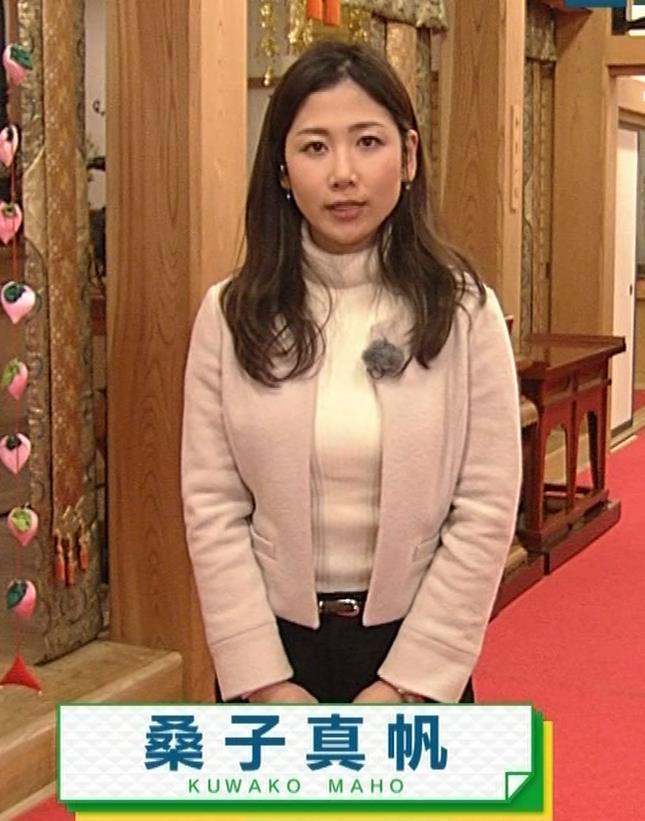 桑子真帆アナ ジャケットの下のニット巨乳キャプ・エロ画像2