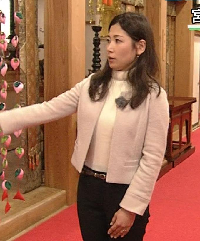 桑子真帆アナ ジャケットの下のニット巨乳キャプ・エロ画像3