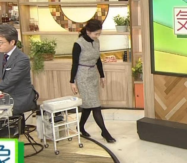 桑子真帆アナ 厚着でも胸の大きさがわかるキャプ・エロ画像12