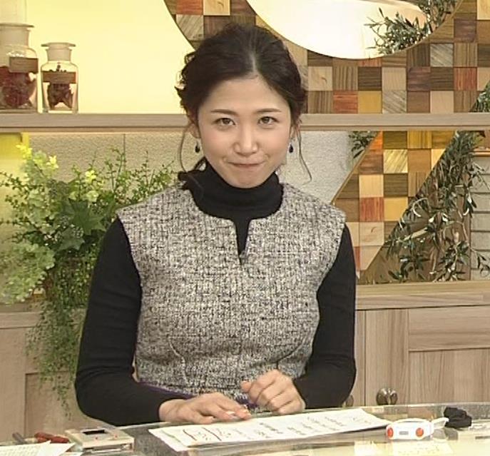 桑子真帆アナ 厚着でも胸の大きさがわかるキャプ・エロ画像15