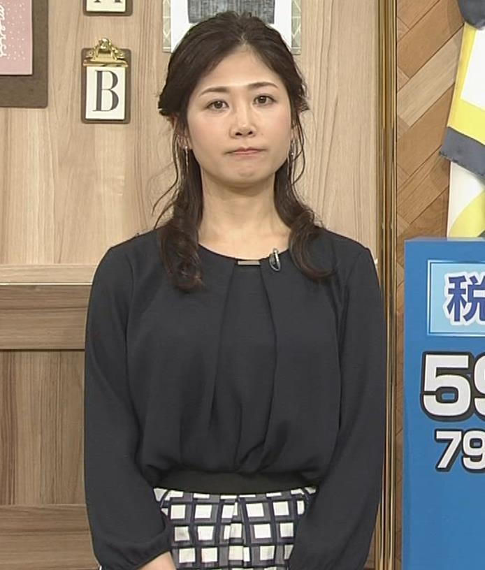 桑子真帆アナ 黒い服でも巨乳だとわかる横乳キャプ・エロ画像