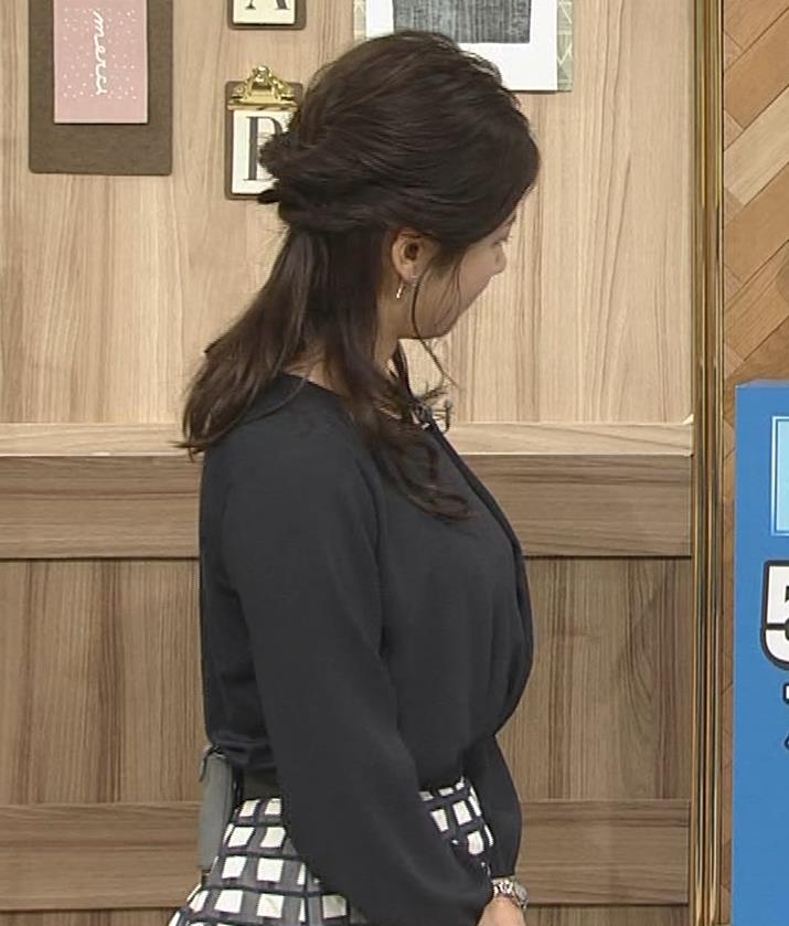 桑子真帆アナ 黒い服でも巨乳だとわかる横乳キャプ・エロ画像2