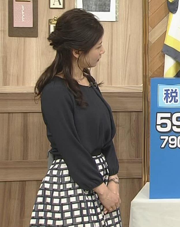 桑子真帆アナ 黒い服でも巨乳だとわかる横乳キャプ・エロ画像10
