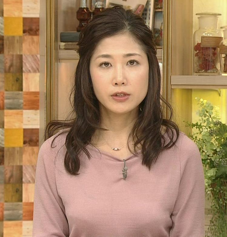 桑子真帆アナ ゆったり目の服でも横乳が大きそうキャプ・エロ画像4