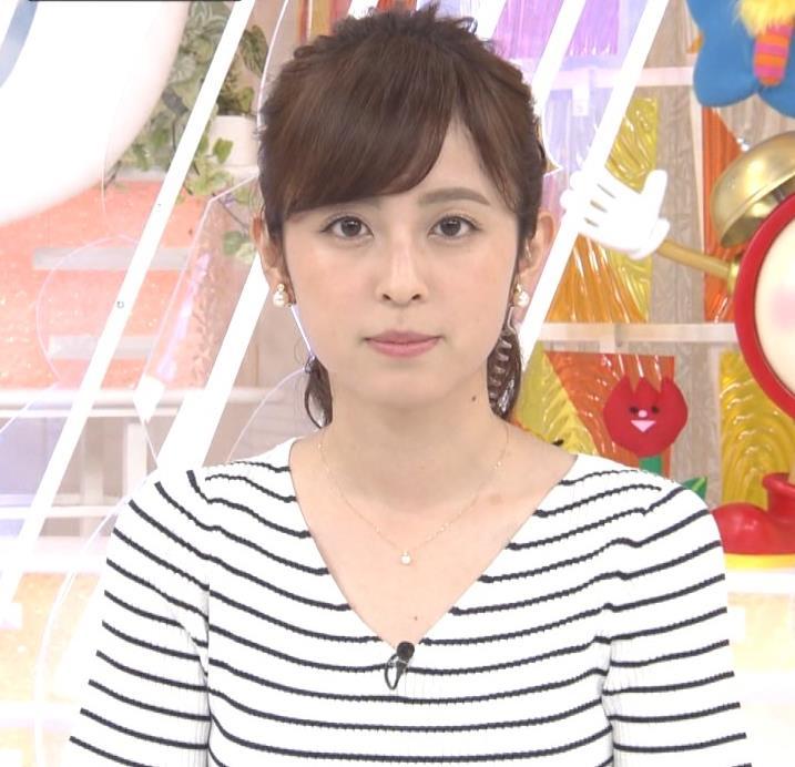 久慈暁子アナ 体のラインがでる薄手の横縞Tシャツキャプ・エロ画像3
