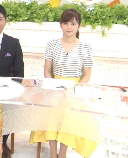 久慈暁子アナ 体のラインがでる薄手の横縞Tシャツキャプ・エロ画像9