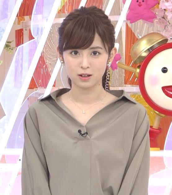 久慈暁子アナ 胸元がはだけているようなシャツキャプ・エロ画像