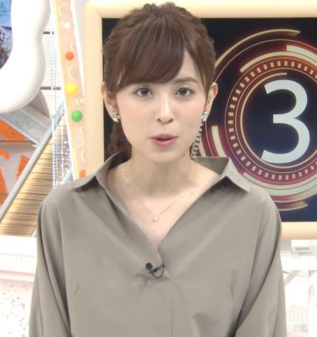 久慈暁子アナ 胸元がはだけているようなシャツキャプ・エロ画像4