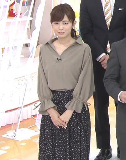 久慈暁子アナ 胸元がはだけているようなシャツキャプ・エロ画像7