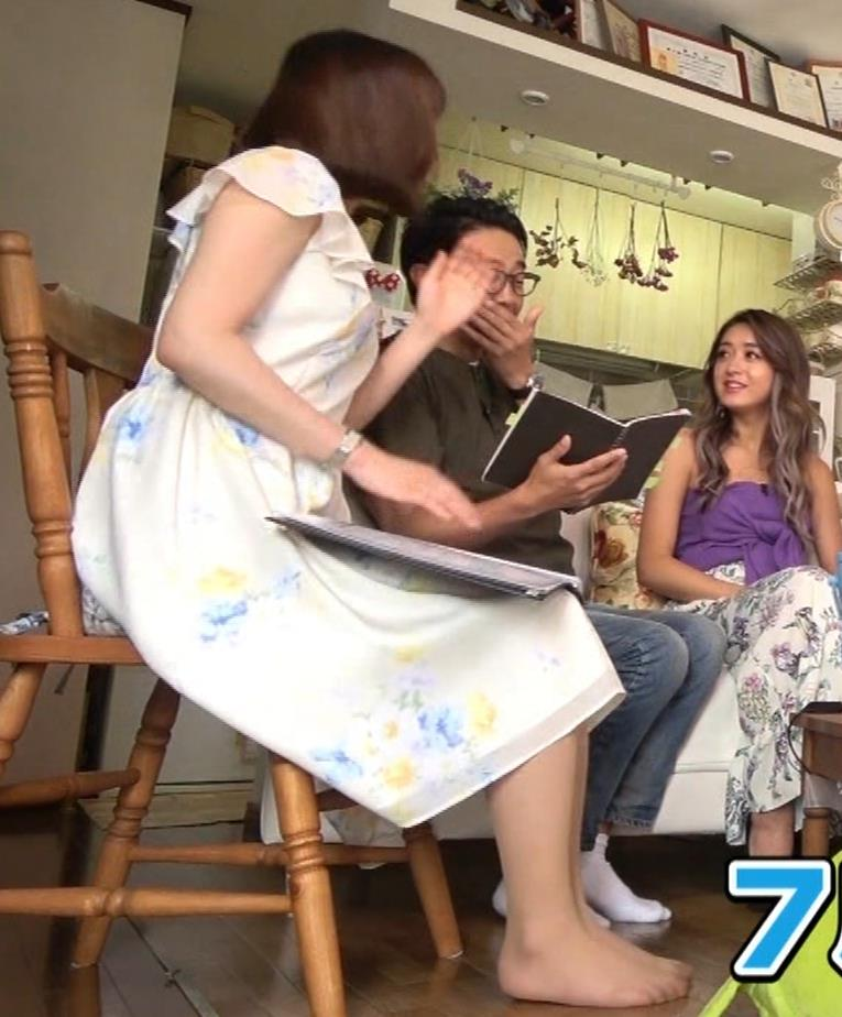 角谷暁子アナ 横乳&ちょいワキちら!かなり巨乳みたいですキャプ・エロ画像9