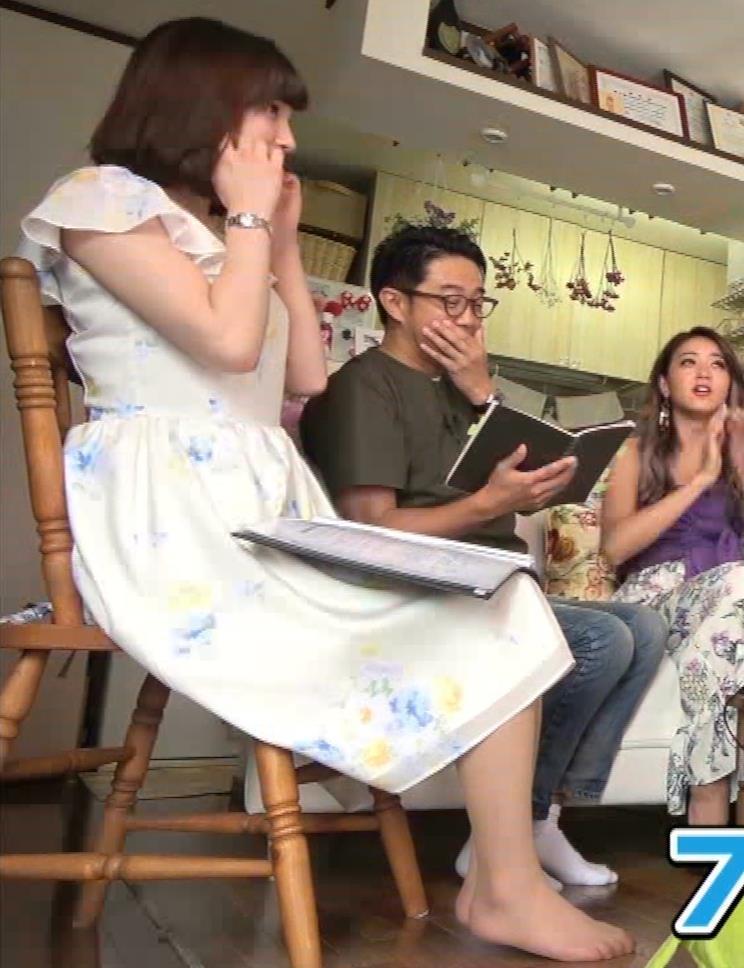 角谷暁子アナ 横乳&ちょいワキちら!かなり巨乳みたいですキャプ・エロ画像10