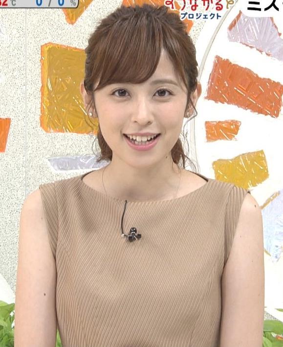 久慈暁子アナ 裸に見えそうな色のワンピースキャプ・エロ画像2