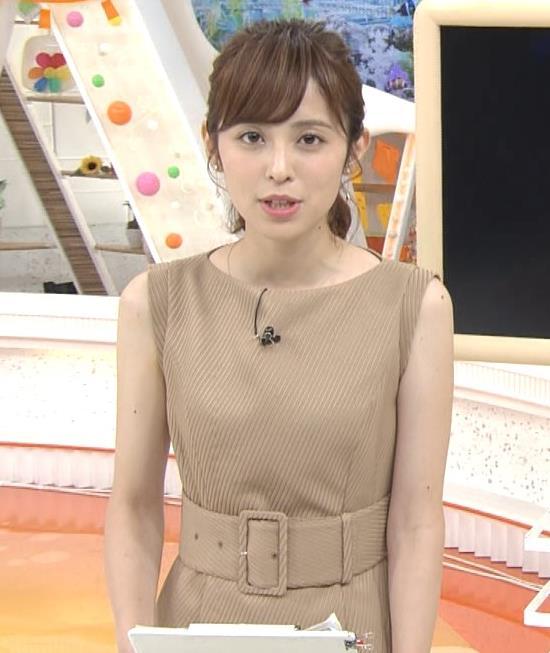 久慈暁子アナ 裸に見えそうな色のワンピースキャプ・エロ画像5