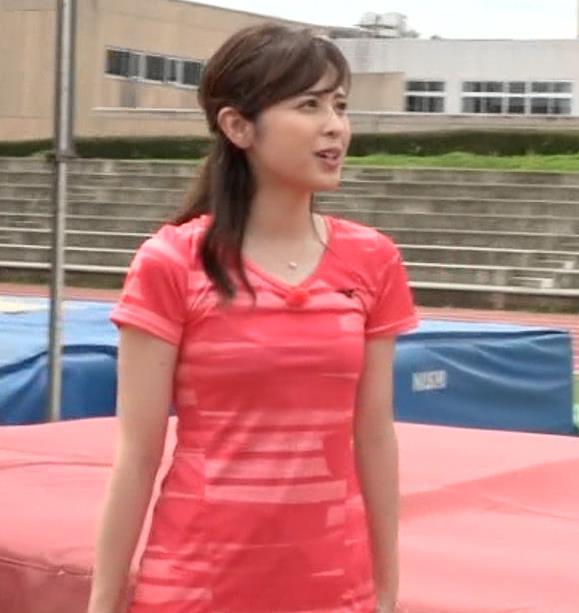 久慈暁子アナ ピチピチなTシャツやプリケツ画像キャプ・エロ画像