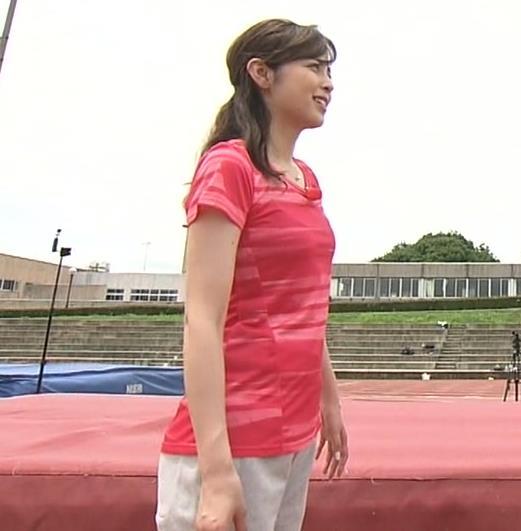 久慈暁子アナ ピチピチなTシャツやプリケツ画像キャプ・エロ画像11