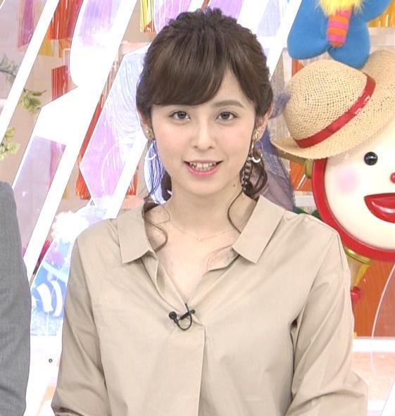 久慈暁子アナ はだけぎみシャツの胸元キャプ・エロ画像