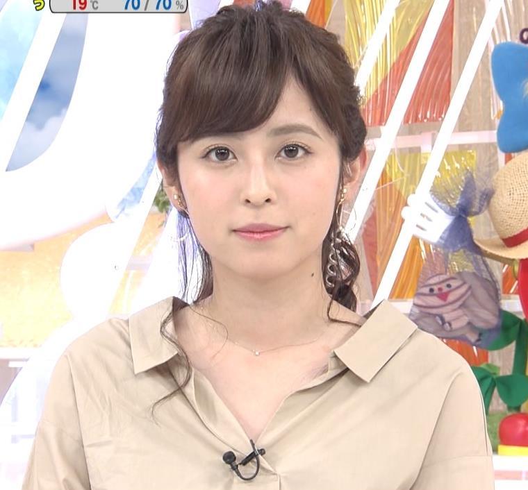 久慈暁子アナ はだけぎみシャツの胸元キャプ・エロ画像2