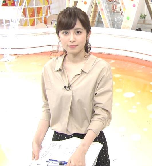 久慈暁子アナ はだけぎみシャツの胸元キャプ・エロ画像5