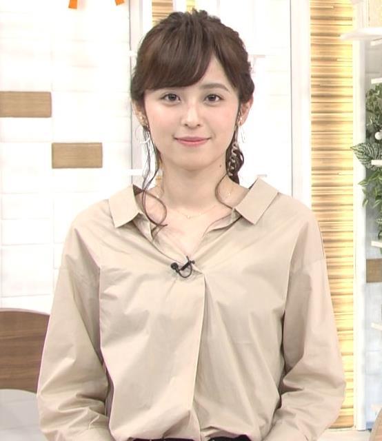 久慈暁子アナ はだけぎみシャツの胸元キャプ・エロ画像6