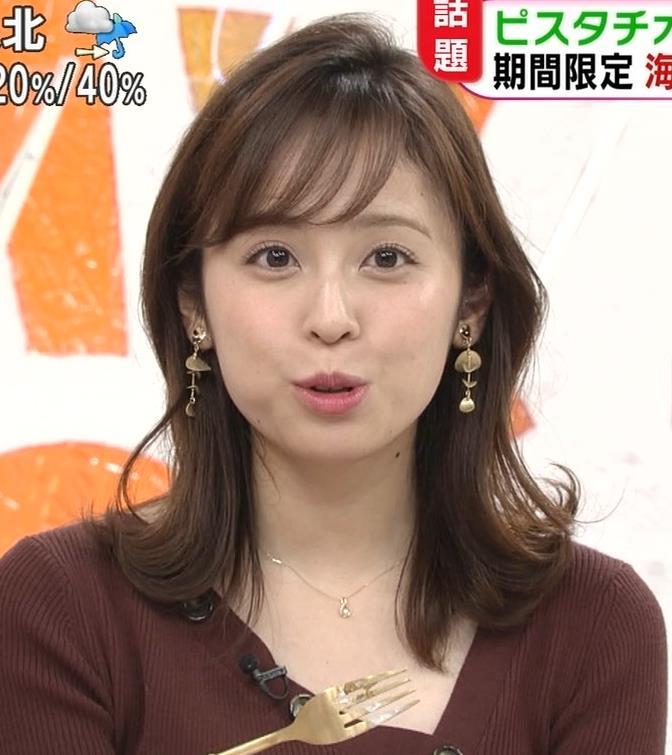 久慈暁子アナ ちょっと胸元の肌露出キャプ・エロ画像4