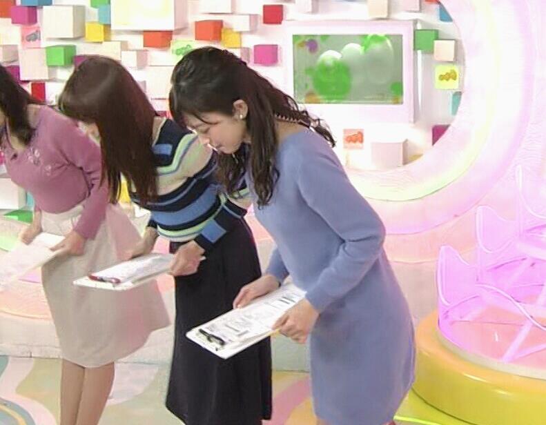 久慈暁子アナ ミニスカワンピの美脚生足キャプ・エロ画像9