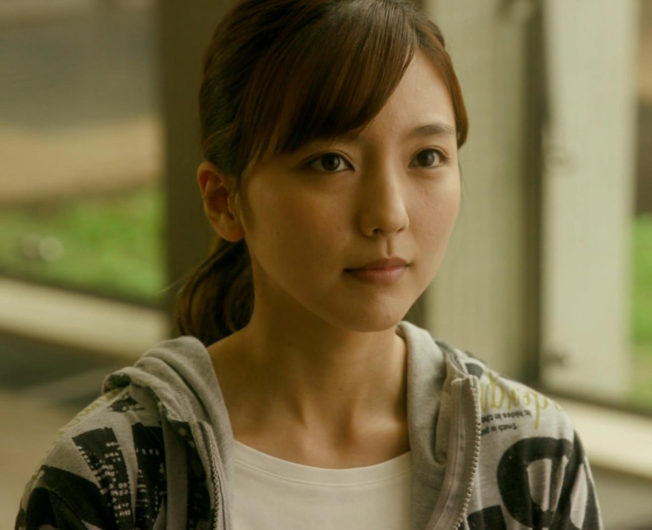 真野恵里菜 Tシャツおっぱいがエロい 「相棒」キャプ・エロ画像