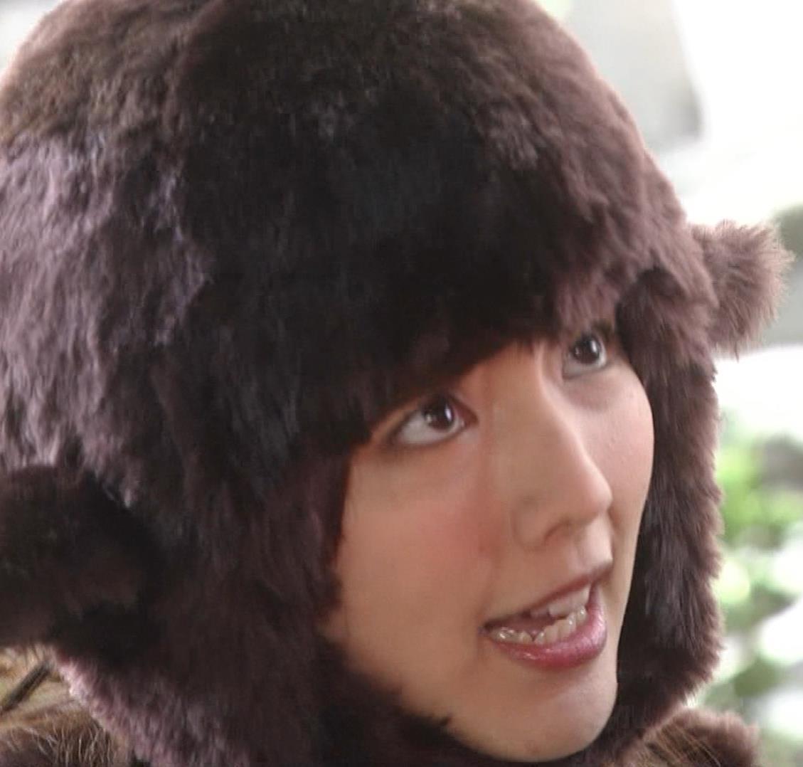 真野恵里菜 コントでのミニスカ太ももキャプ・エロ画像8