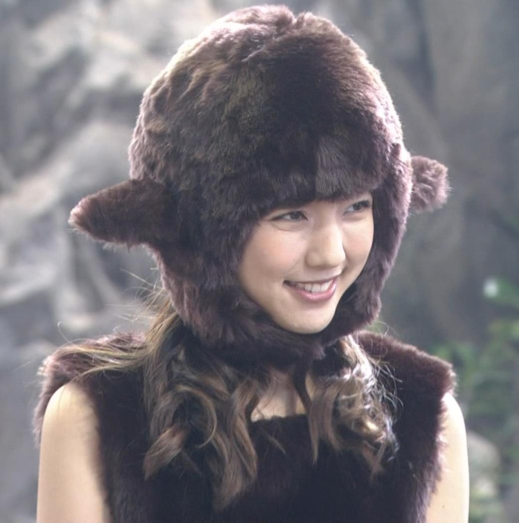 真野恵里菜 コントでのミニスカ太ももキャプ・エロ画像10