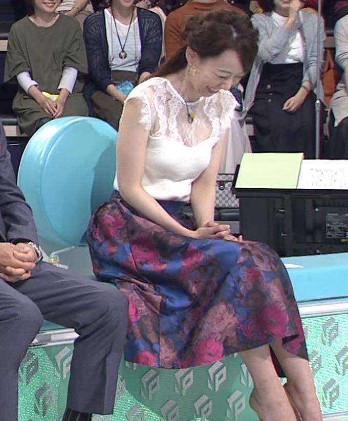 丸田佳奈 ピチピチのノースリーブキャプ・エロ画像11