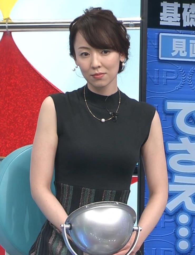 丸田佳奈 ピチピチのノースリーブキャプ・エロ画像8