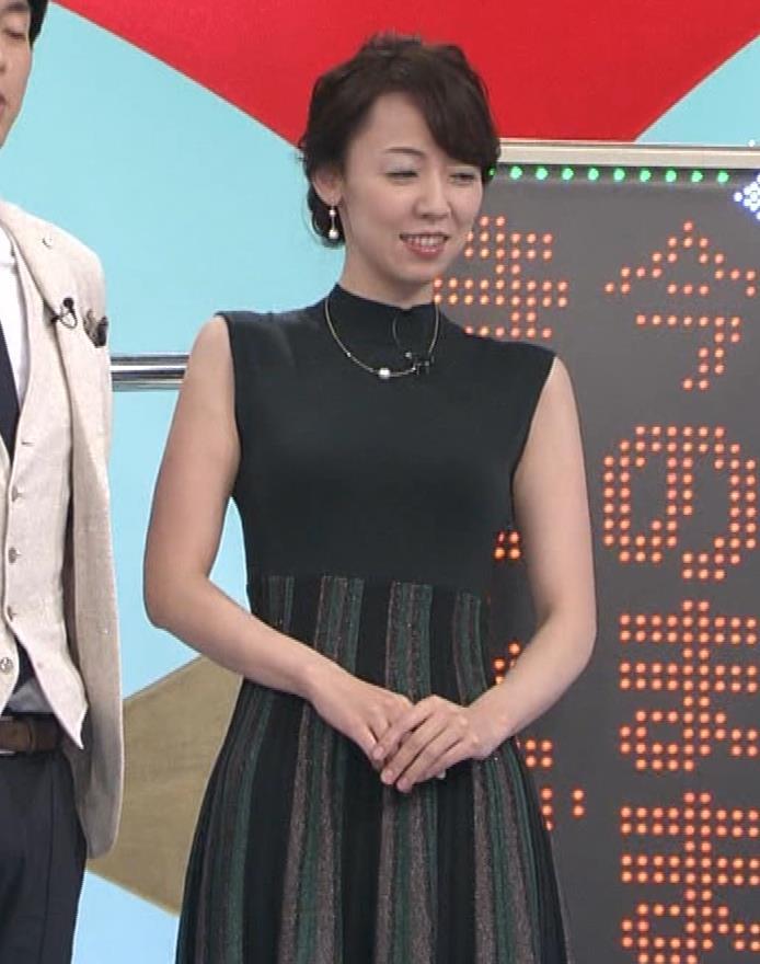 丸田佳奈 ピチピチのノースリーブキャプ・エロ画像9