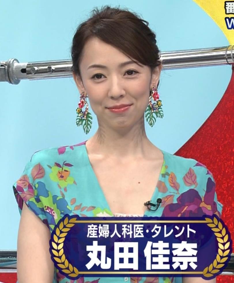 丸田佳奈 美人女医さんが胸の谷間をチラチラキャプ・エロ画像