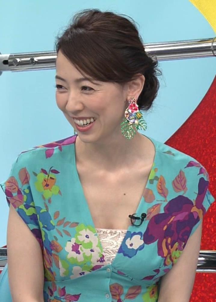 丸田佳奈 美人女医さんが胸の谷間をチラチラキャプ・エロ画像3