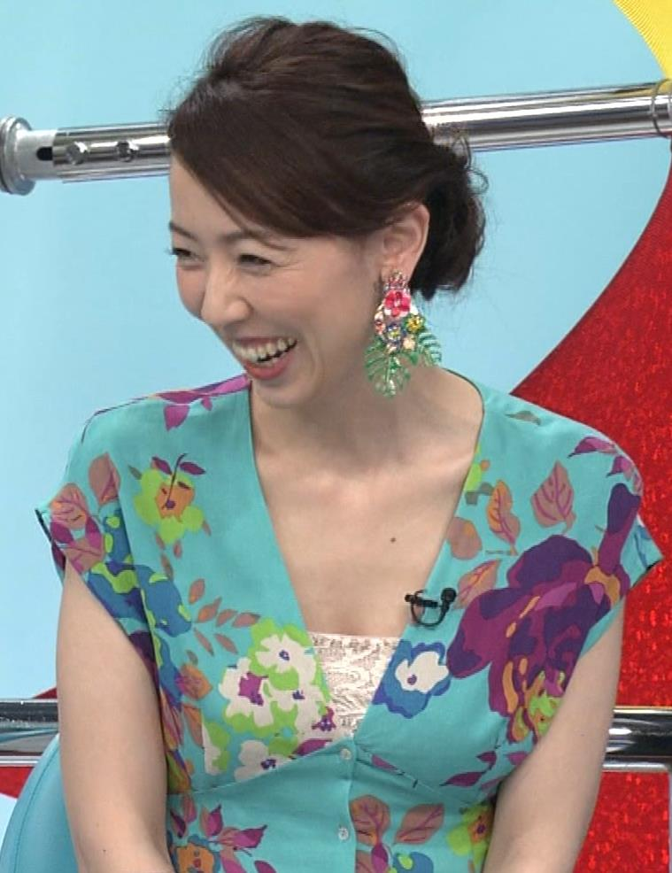 丸田佳奈 美人女医さんが胸の谷間をチラチラキャプ・エロ画像4