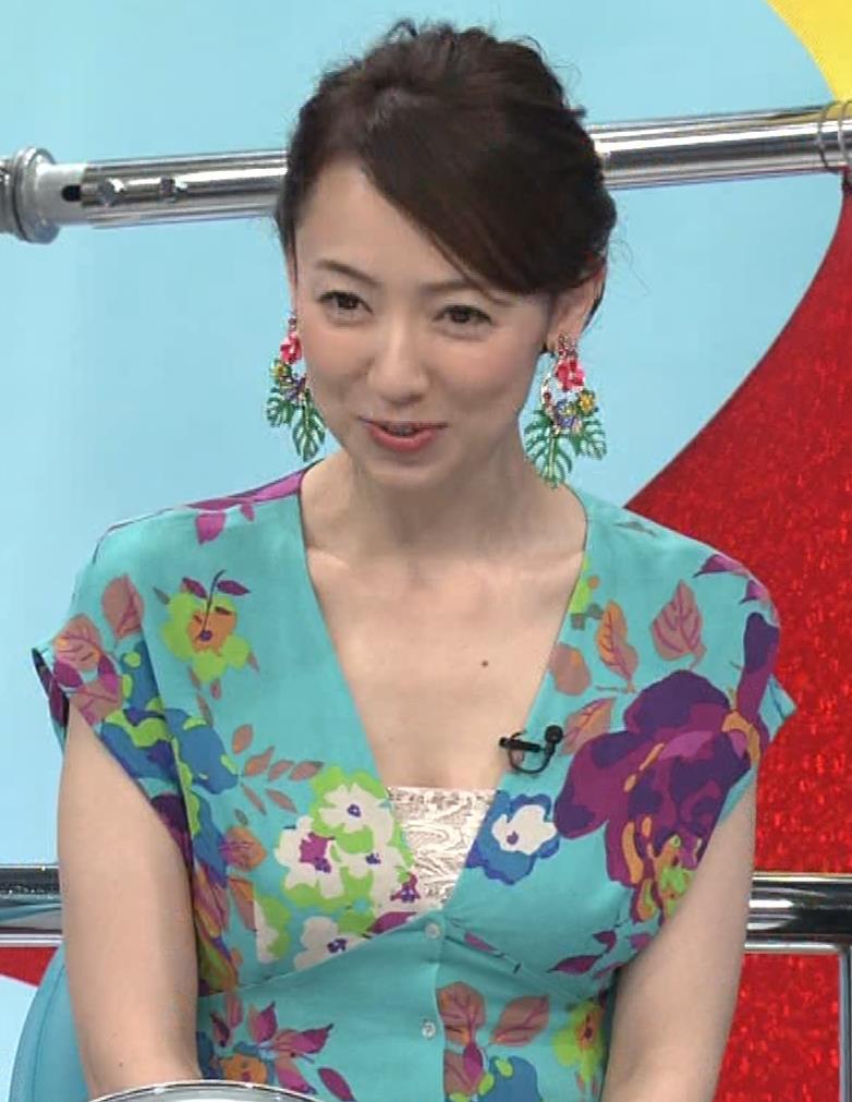丸田佳奈 美人女医さんが胸の谷間をチラチラキャプ・エロ画像5
