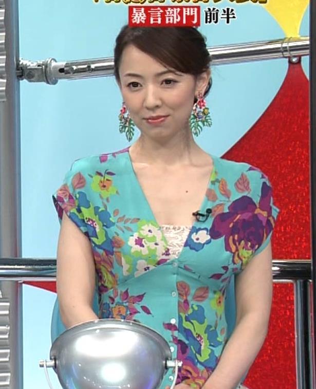 丸田佳奈 美人女医さんが胸の谷間をチラチラキャプ・エロ画像6
