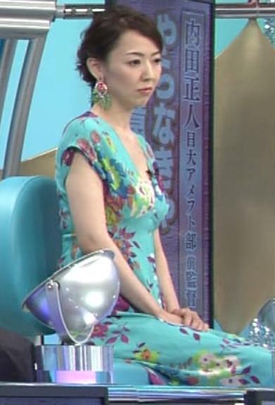 丸田佳奈 美人女医さんが胸の谷間をチラチラキャプ・エロ画像7