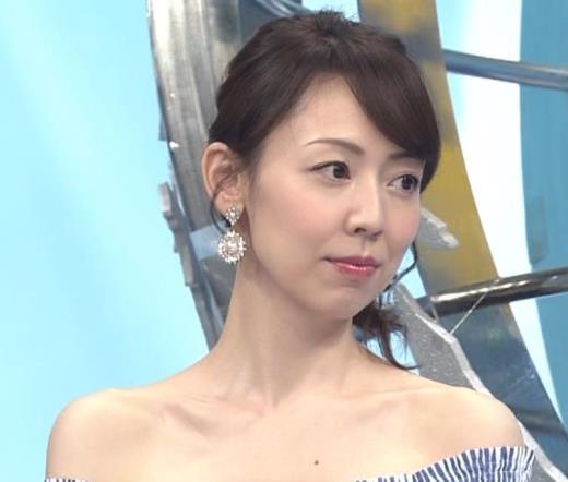 丸田佳奈 裸に見えるぐらいのエロ衣装キャプ画像(エロ・アイコラ画像)