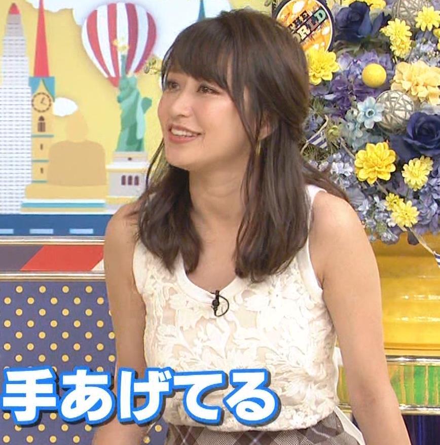 桝田絵理奈 前かがみでちょっと胸チラ&巨乳ノースリーブキャプ・エロ画像