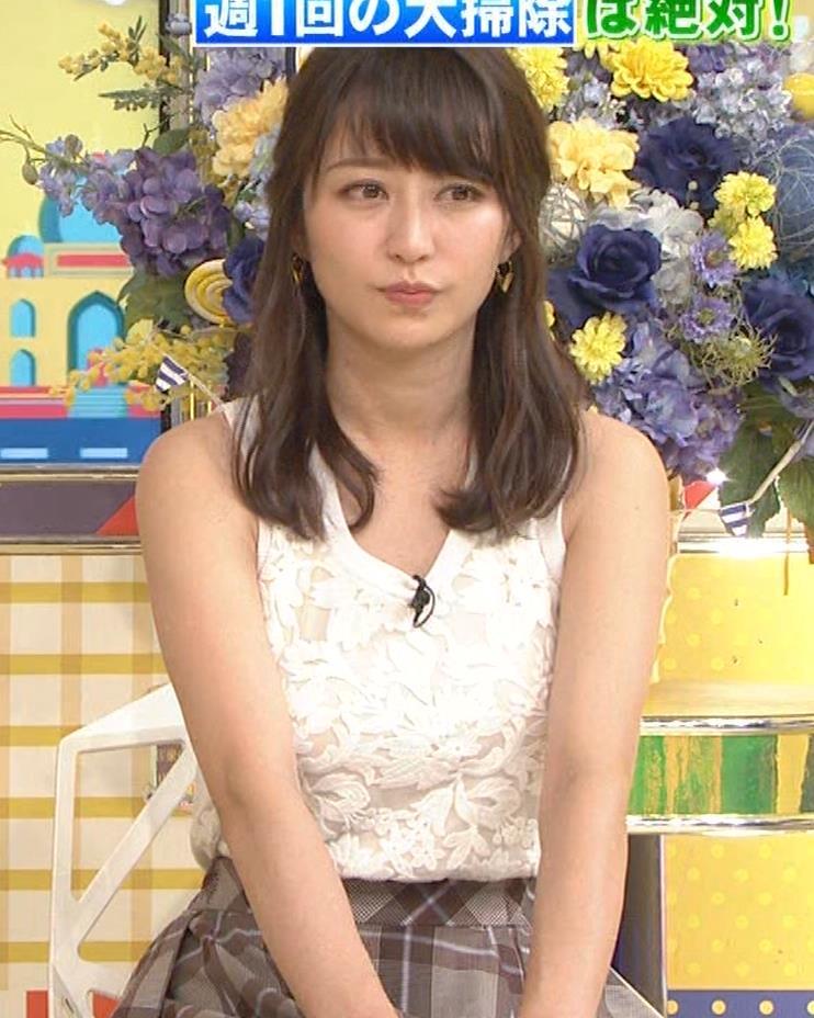 桝田絵理奈 前かがみでちょっと胸チラ&巨乳ノースリーブキャプ・エロ画像5