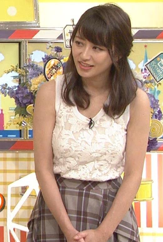 桝田絵理奈 前かがみでちょっと胸チラ&巨乳ノースリーブキャプ・エロ画像7