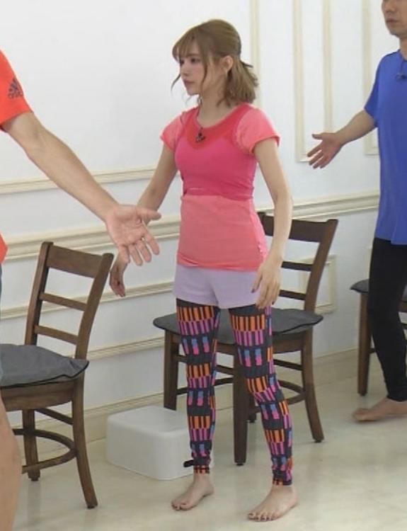 益若つばさ エッチなトレーニングウェアの番組キャプ・エロ画像19