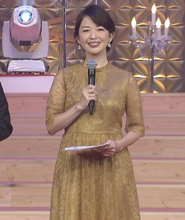 松丸友紀アナ エロく巨乳が目立つ衣装キャプ・エロ画像