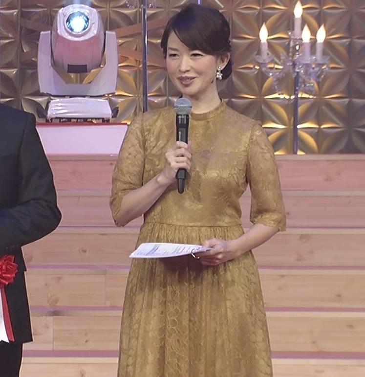 松丸友紀アナ エロく巨乳が目立つ衣装キャプ・エロ画像2