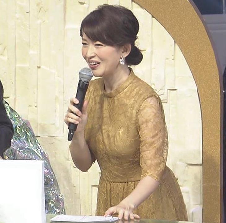 松丸友紀アナ エロく巨乳が目立つ衣装キャプ・エロ画像11