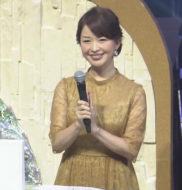 松丸友紀アナ エロく巨乳が目立つ衣装キャプ・エロ画像4