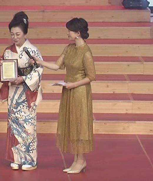 松丸友紀アナ エロく巨乳が目立つ衣装キャプ・エロ画像7