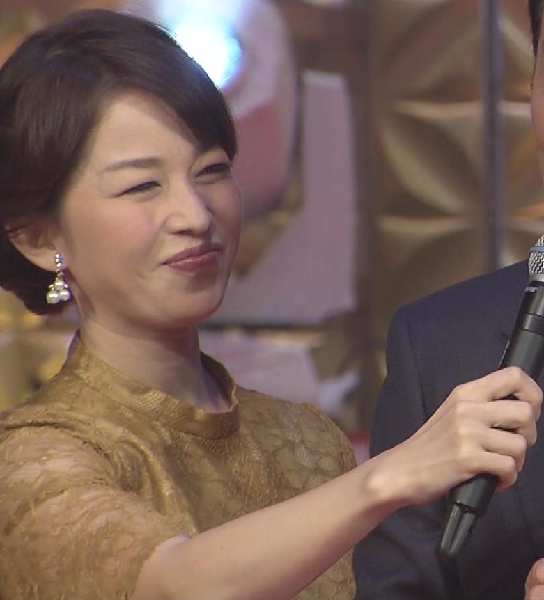 松丸友紀アナ エロく巨乳が目立つ衣装キャプ・エロ画像8