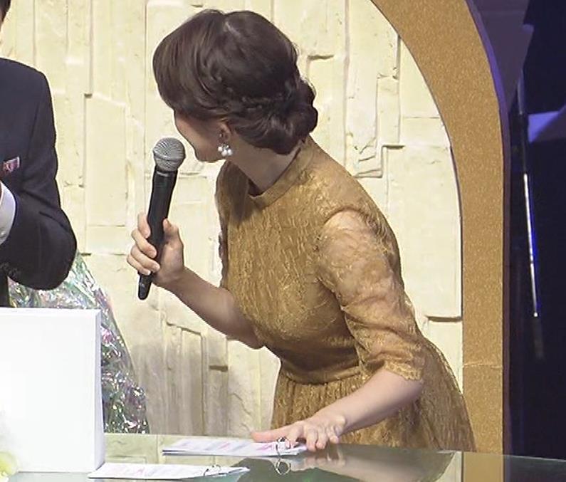 松丸友紀アナ エロく巨乳が目立つ衣装キャプ・エロ画像9